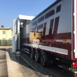 camion TIR in spalatorie portal